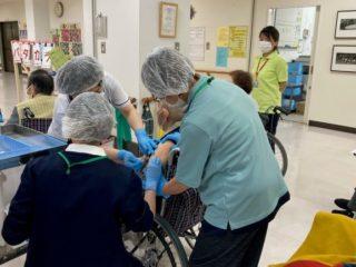高齢者施設における新型コロナウイルスワクチン接種開始